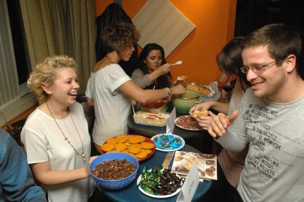Erasmus exchange students cooking