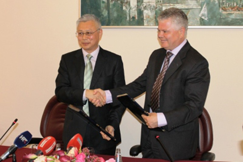 Dubrovnik mayor Andro Vlahušić and mayor of Chinese city Sanya Wang Yong