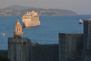 Mega cruiser in Dubrovnik