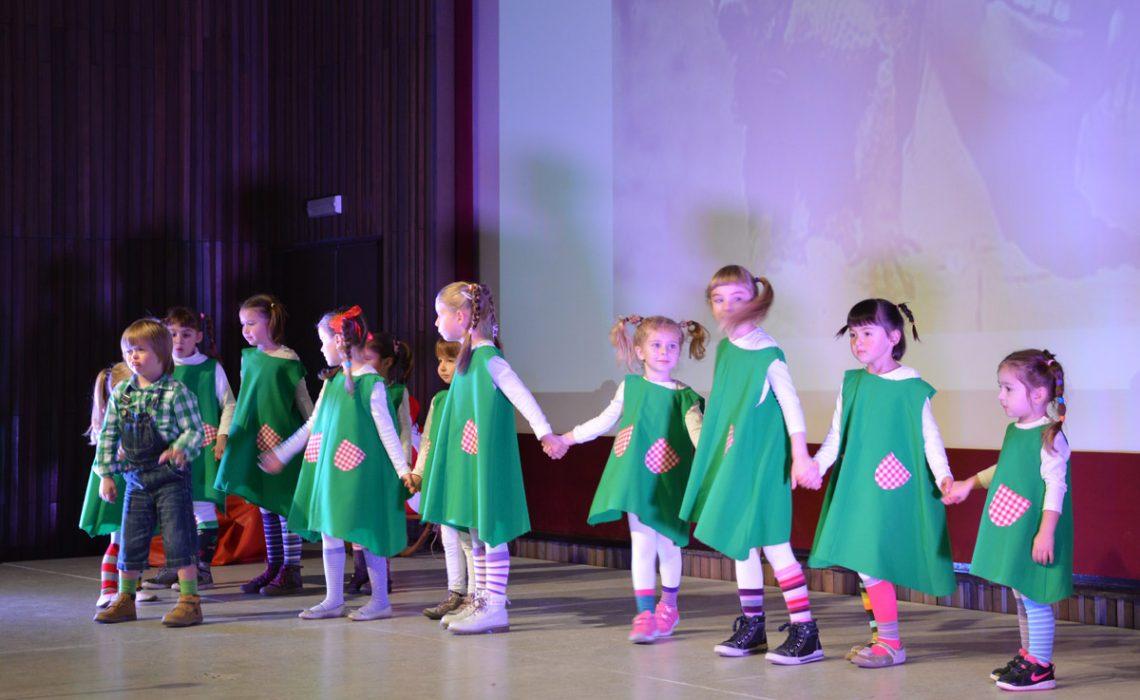 Little children from kindergarten Pile held their Christmas