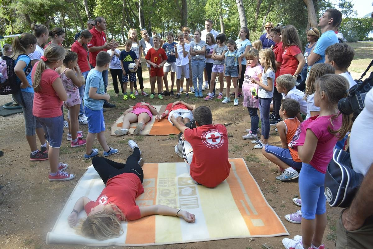 games-day-at-lokrum-and-red-cross-1