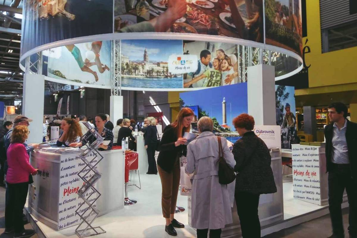 Presentation of our county on the salon mondial du for Salon mondial du tourisme paris